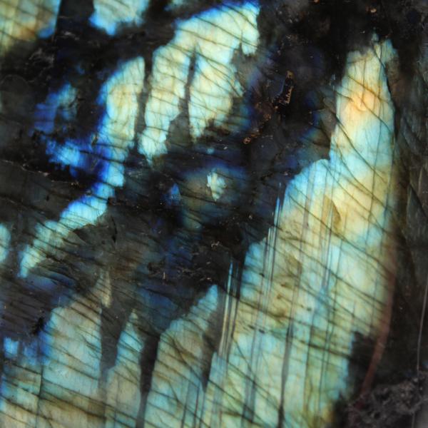 Pierre d'ornement en labradorite multicolore