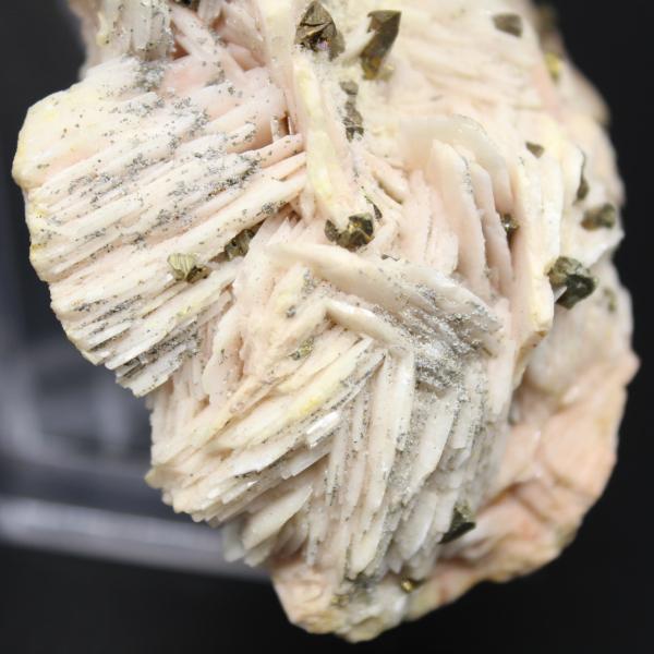 Cristaux de pyrite sur barytine